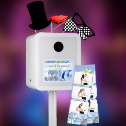 <b>Bonnema WHITE Photo Booth Exclusief <br> Vanaf €299</b><br><br> - Strakke flitskist <br> - Bediening door touchscreen <br> - Onbeperkt foto's maken & strips printen <br> - Gepersonaliseerd scherm & strips <br> - Inclusief diverse props <br> - 6 uur onbeperkt gebruiken